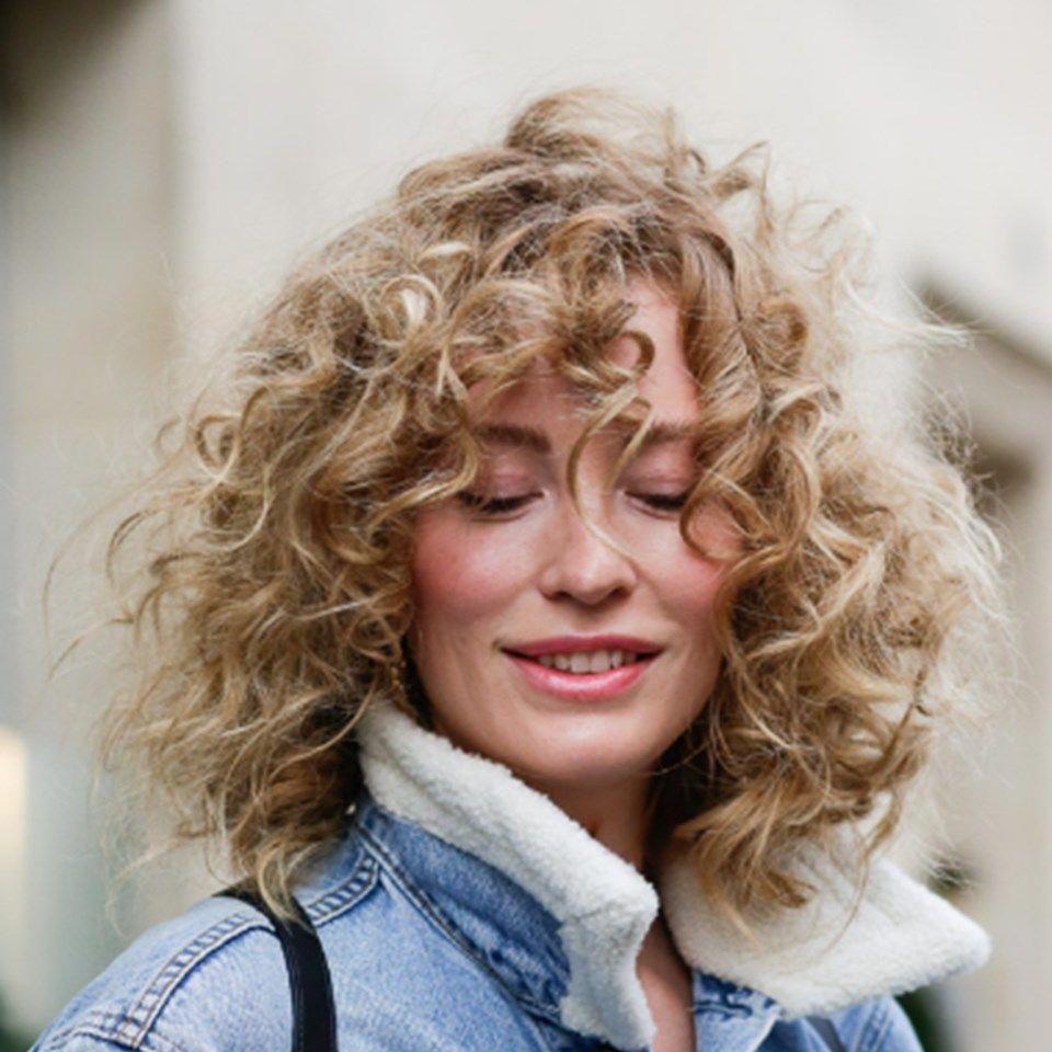 Irresistible Curls Get The Streetsalon Look Curlyhairwithbangs Curly Hair Styles Long Hair Styles Hair Styles