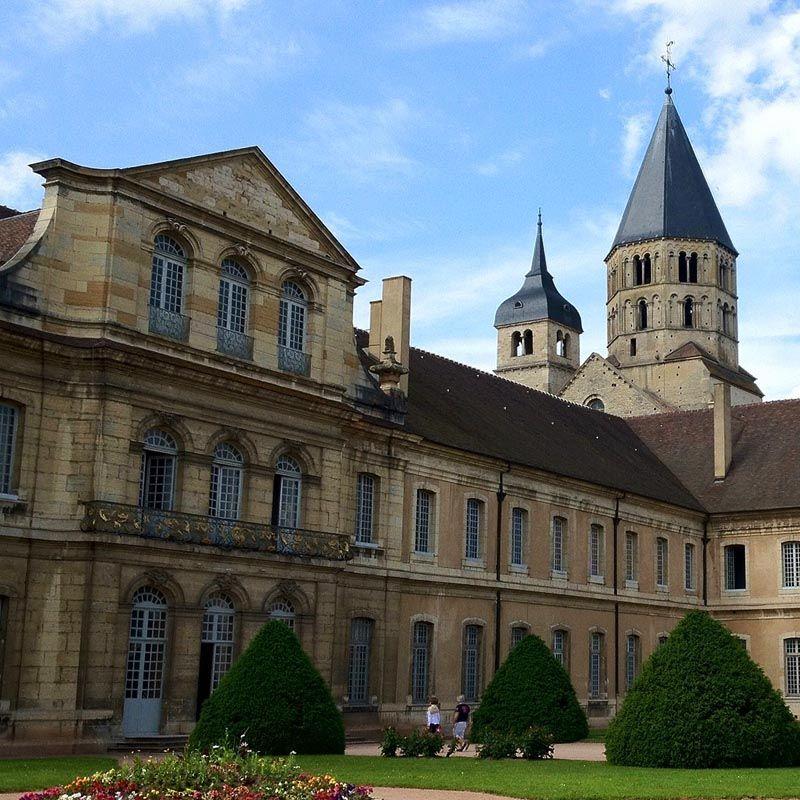 Abbaye de Cluny 71: les bâtiments conventuels, très importants, ont été reconstruits au 18°s et abritent aujourd'hui un des sites de l'Ecole d'Ingénieurs des Arts et Métiers
