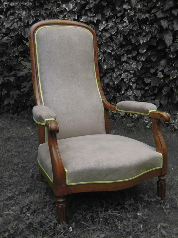 fauteuil voltaire tissu pierre frey patine des bois finition cir e fauteuils voltaire. Black Bedroom Furniture Sets. Home Design Ideas