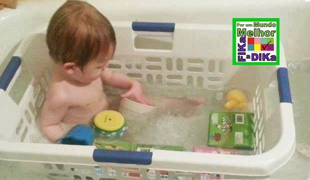 Uma maneira de ter uma certa segurança com o bebe na banheira. Mais ideias aqui http://beatriz13out.blogspot.com.br/2013/08/dicas-que-facilitam-sua-vida.html