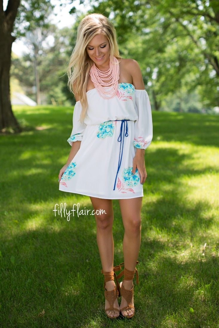 This floral print dress is gorgeous!