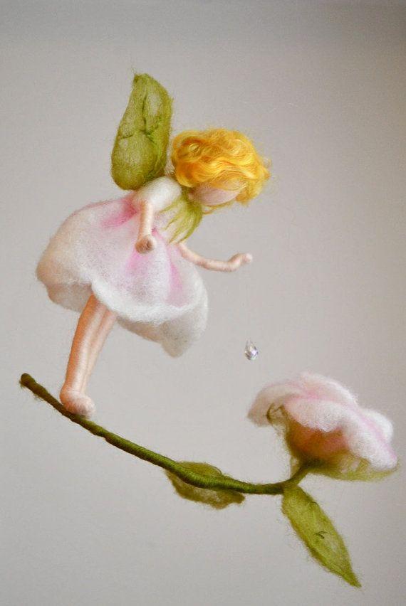 Móvil de hadas de la flor Waldorf inspirado aguja Felted: hada