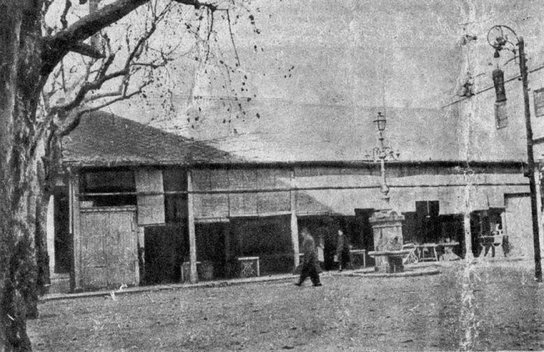 """Mercat de La Sagrera. Imatge apareguda al diari """"Solidaridad Nacional"""" en un article del 1953: El Mercado de la Sagrera necesita limpieza general."""