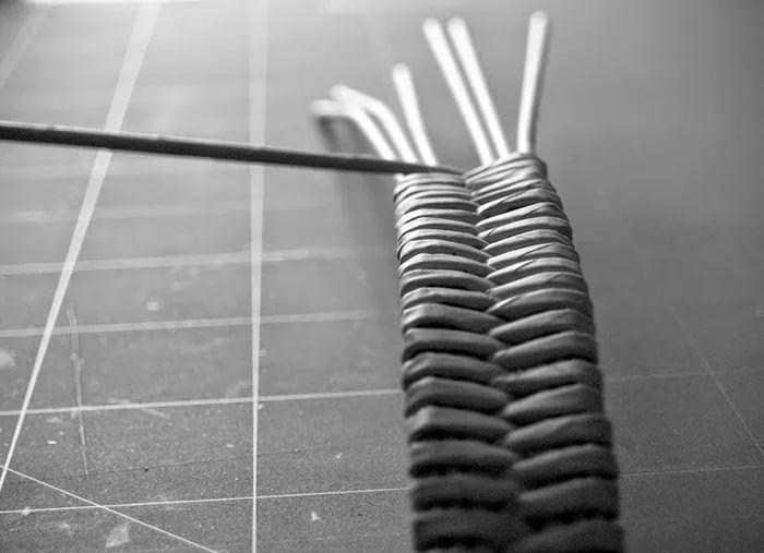Плетение козочки из газетных трубочек своими руками