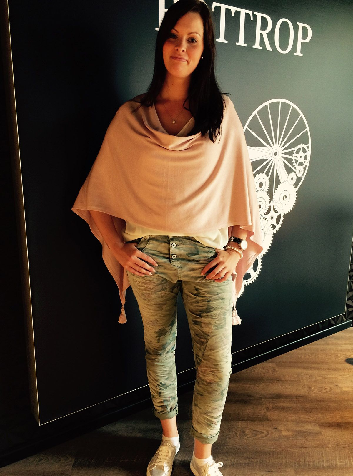 Outfit der Woche! Hose: Please - T-Shirt: S.Oliver Premium - Poncho: Comma #ootw #fashion www.mensing.com