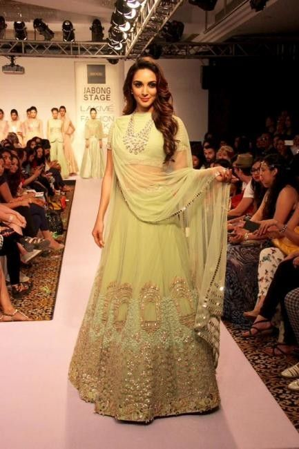 0b564fdfbc4c0 Kiara Advani In Designer Lehenga At LFW