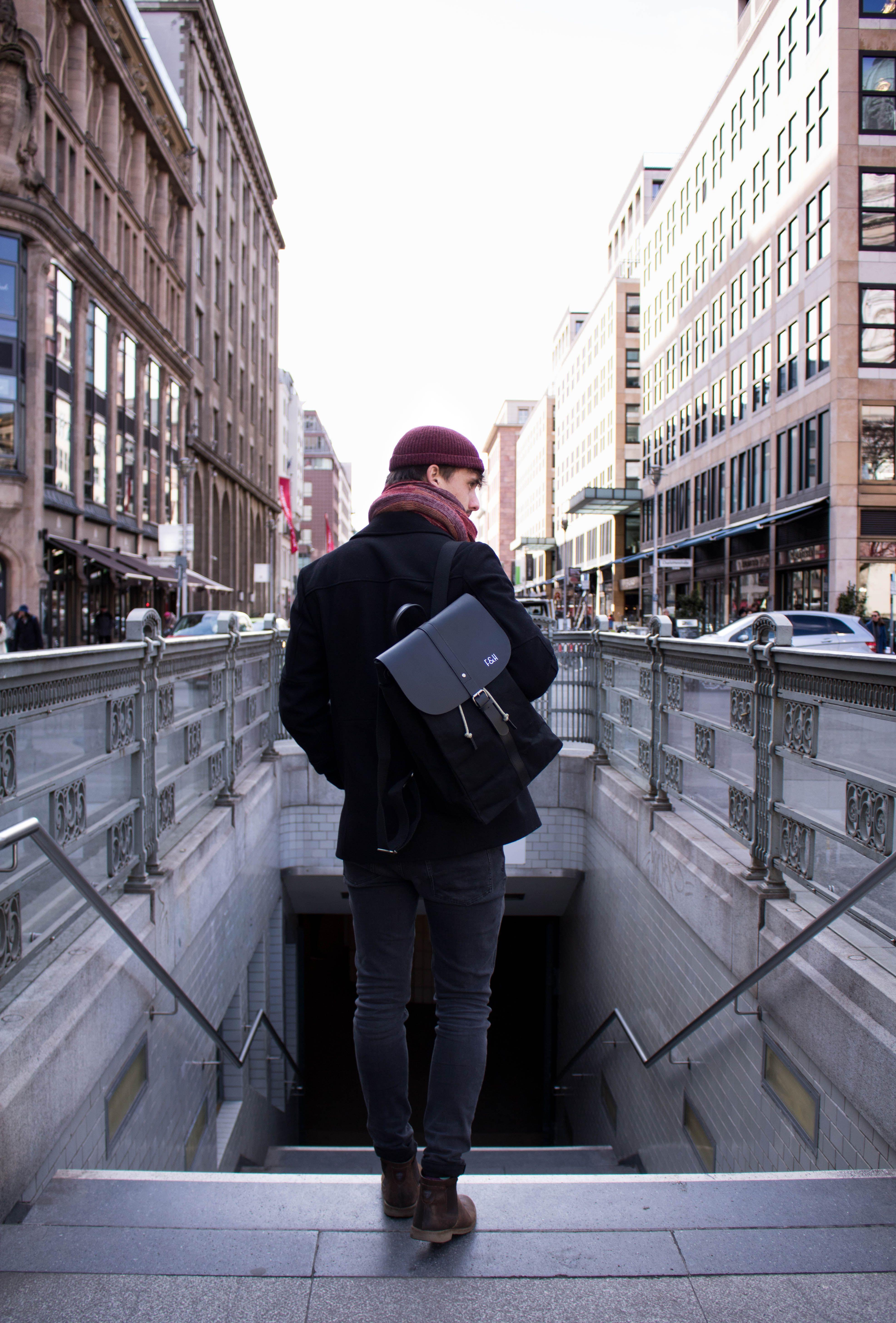 Fitz-Huxley-Equinox-Lederrucksack-Herren-Business-Laptop