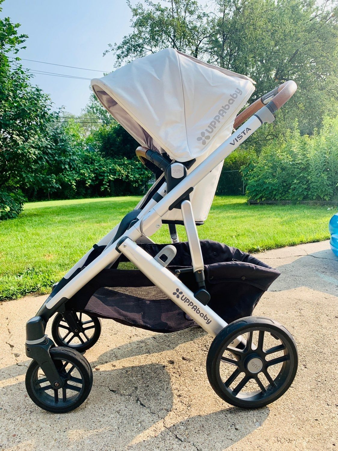 Gently used 2018 Uppababy Vista in Loic (discontinued