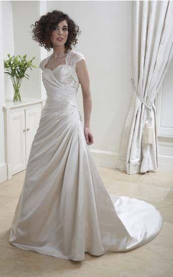 S83 sale wedding dress, Fuller figure wedding dress, bridal gown ...