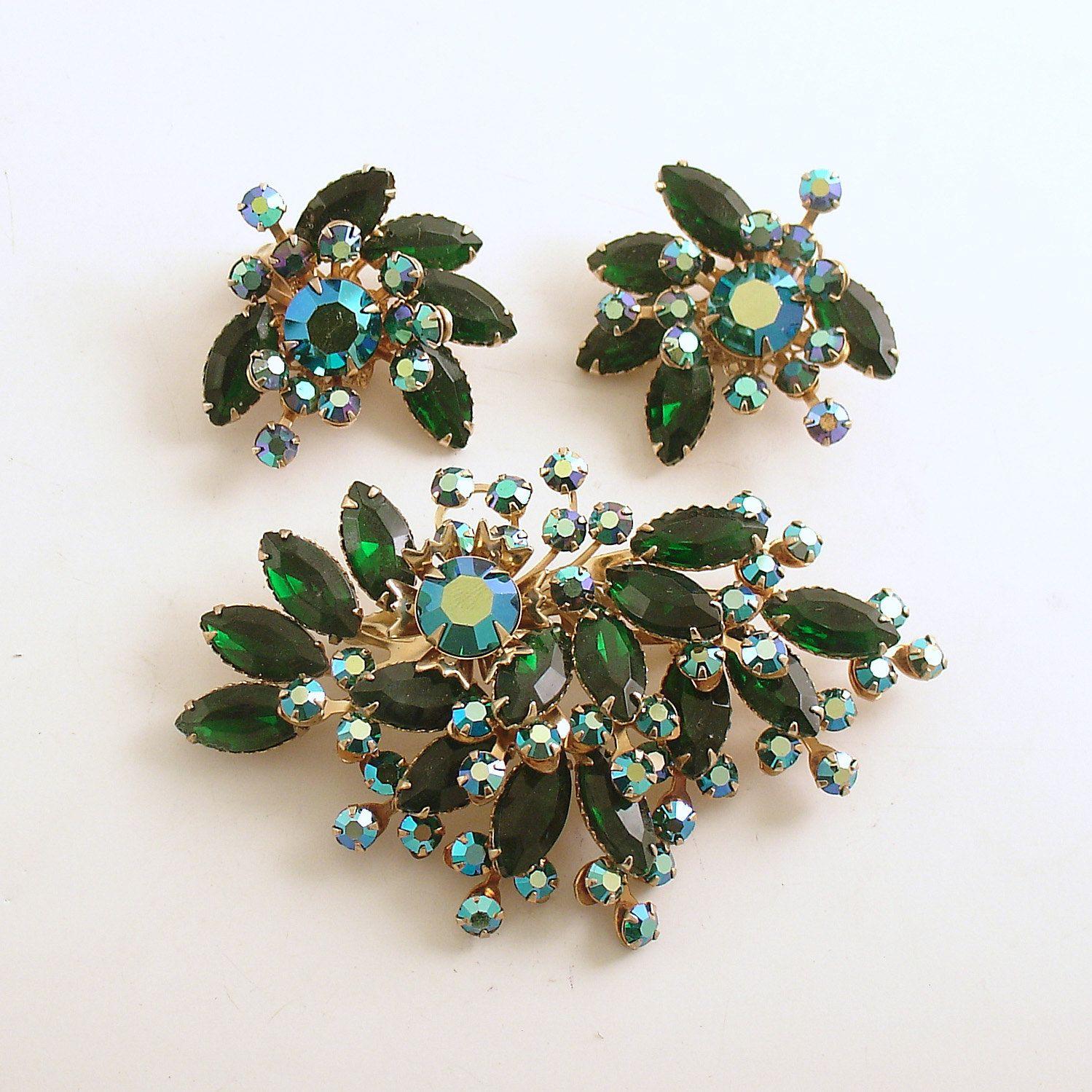Vintage green rhinestone brooch the earring sat