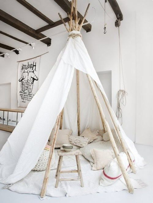 un beau tipi d 39 indien dans la maison activit s pin 39 s en. Black Bedroom Furniture Sets. Home Design Ideas