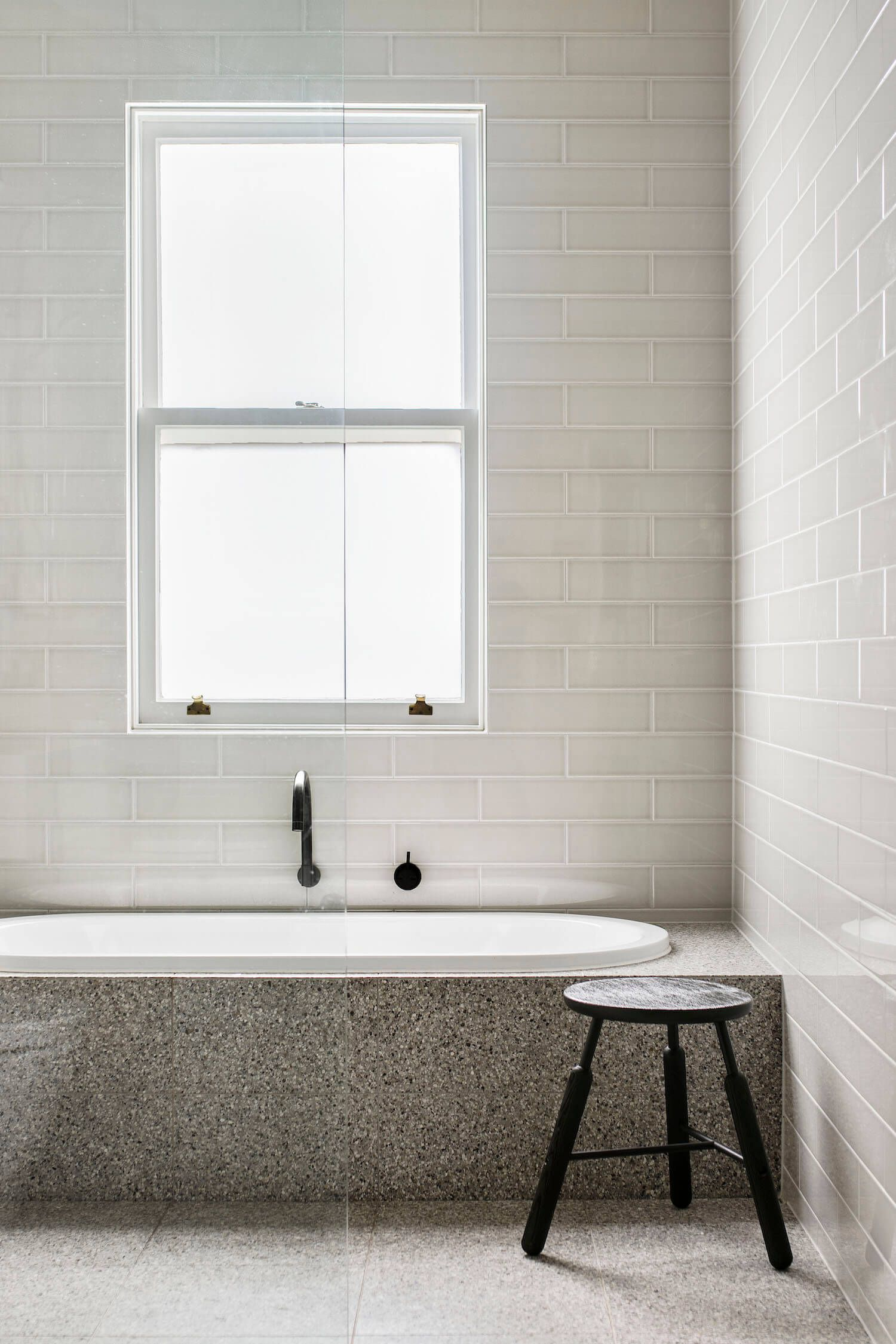 stunning living at home badezimmer contemporary. Black Bedroom Furniture Sets. Home Design Ideas