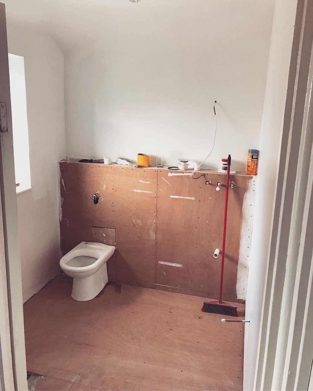 Nicht Mehr Auf Dielen Gehen Ein Produktives Wochenende Damit Verbracht Das Badezimmer Zu Streichen Home Goods Home Decor Decor