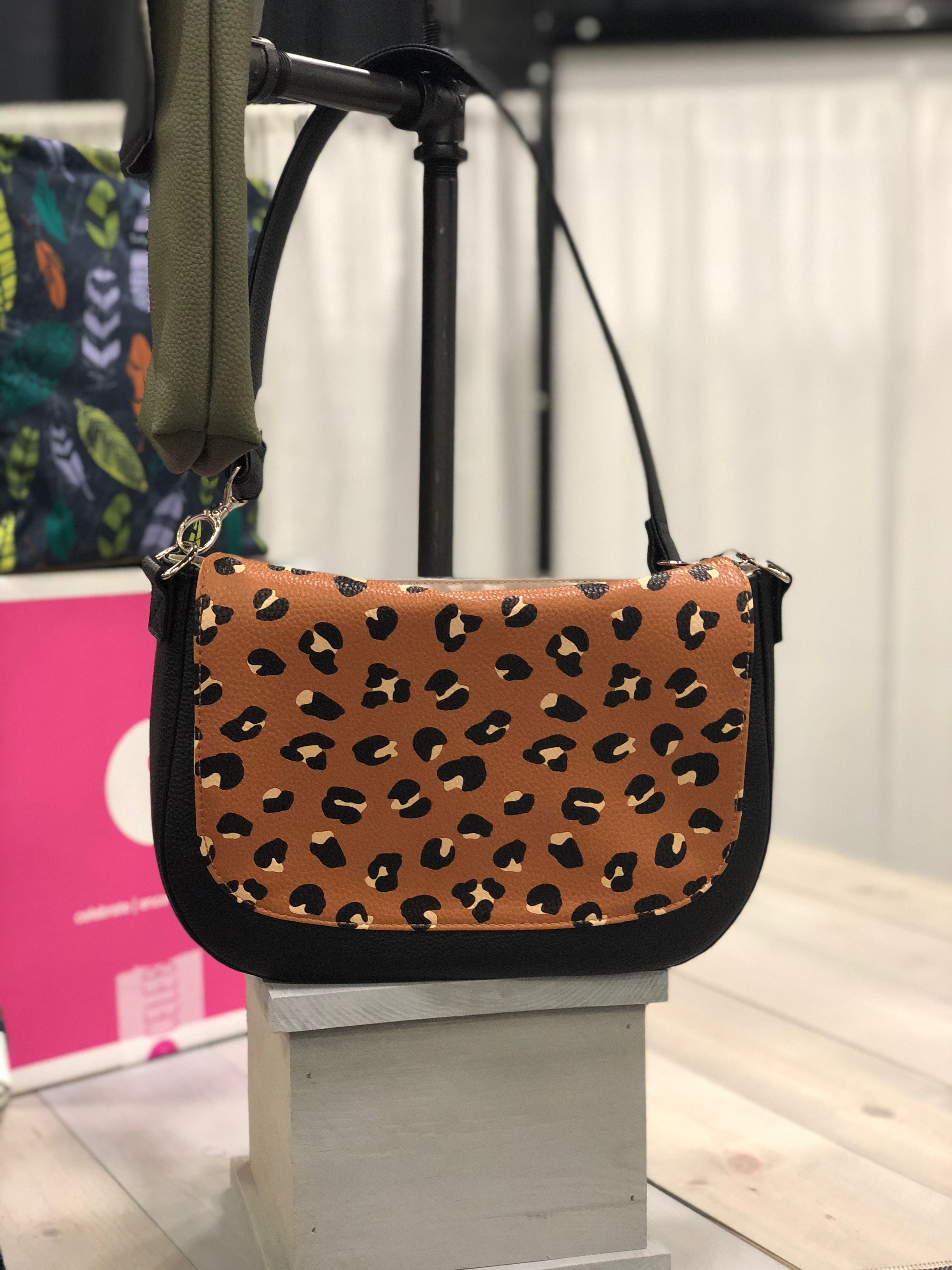 0c334bd7c788 Studio Thirty-One purse Classic body in Black Beauty with Black Shoulder  strap and Lovely Leopard flap
