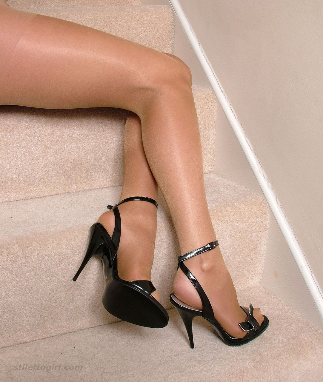 pantyhose and heel