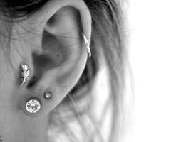be4utifull-mess:    i want this earring for my tragus so bad, it's sooo cute omg