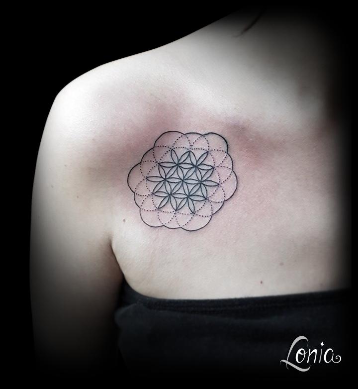 tatouage lonia tattoo fleur de vie tattoos pinterest. Black Bedroom Furniture Sets. Home Design Ideas