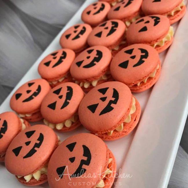 Halloween Macarons - Amelia's Kitchen #halloweenmacarons