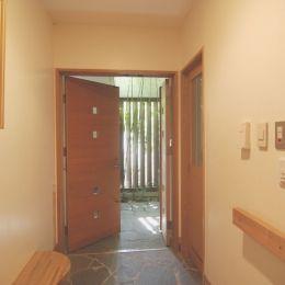 都市型住宅-自然を取り込むの部屋 玄関