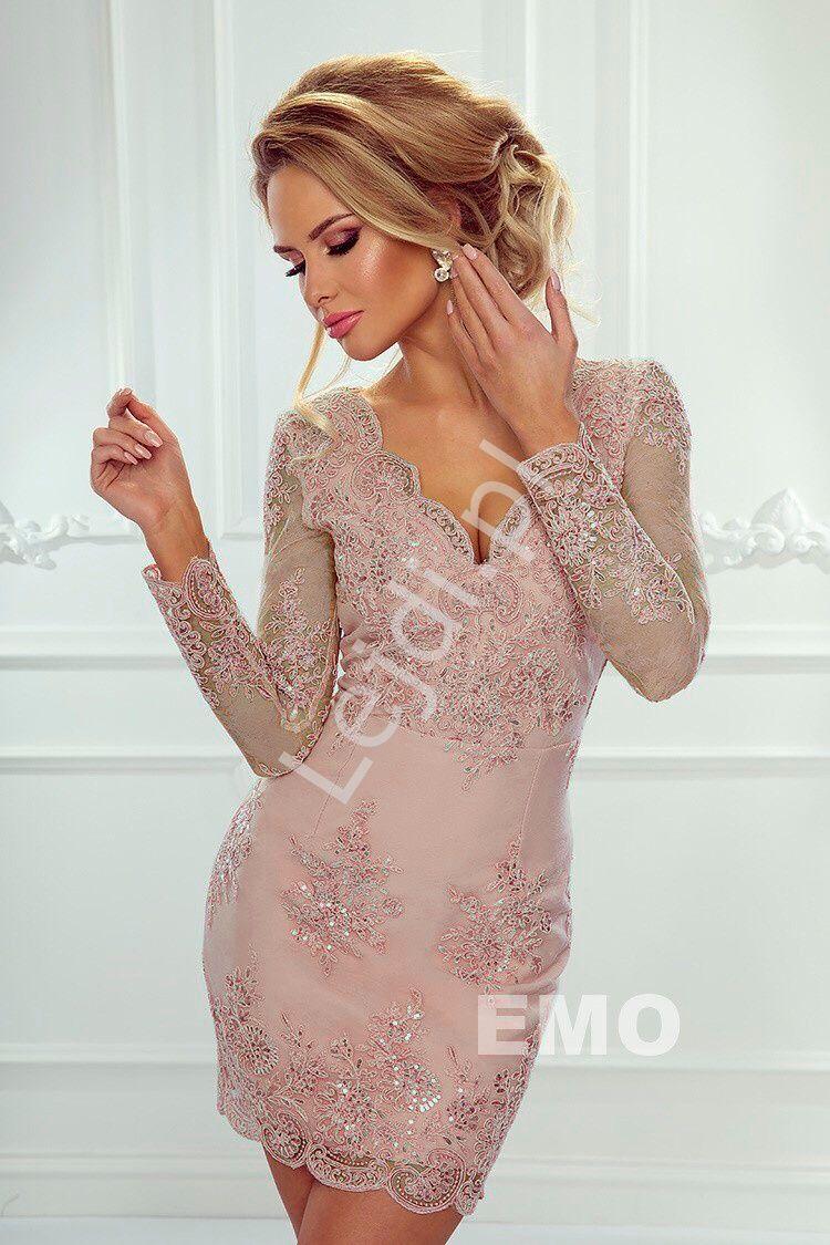 61e7cba8fa Sukienka z koronki. Wieczorowa koronkowa sukienka w kolorze brzoskwiniowego  różu. Bardzo efektowny wzór zdobiony cekinami. Sukienka na wesele
