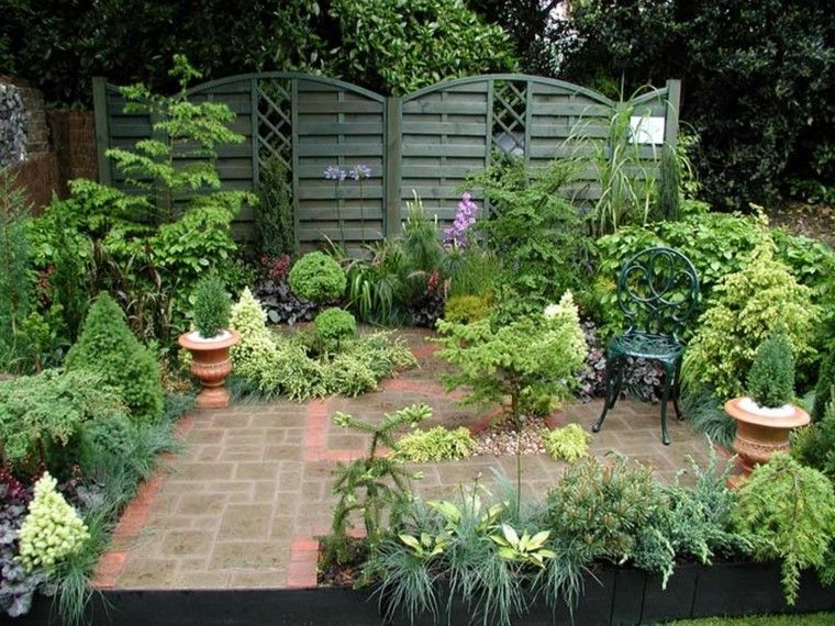 Peque o jard n lleno de plantas jardin pinterest - Pequenos jardines con encanto ...