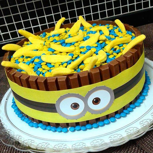 Cake Kit Kat Minions Cakes Pinterest Brownie