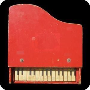 I had a little red piano at one time. le mien était noir