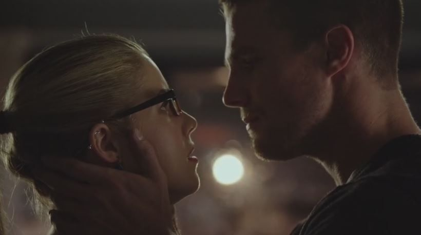 Romantic Moment of the Week – Oliver and Felicity Kiss ...