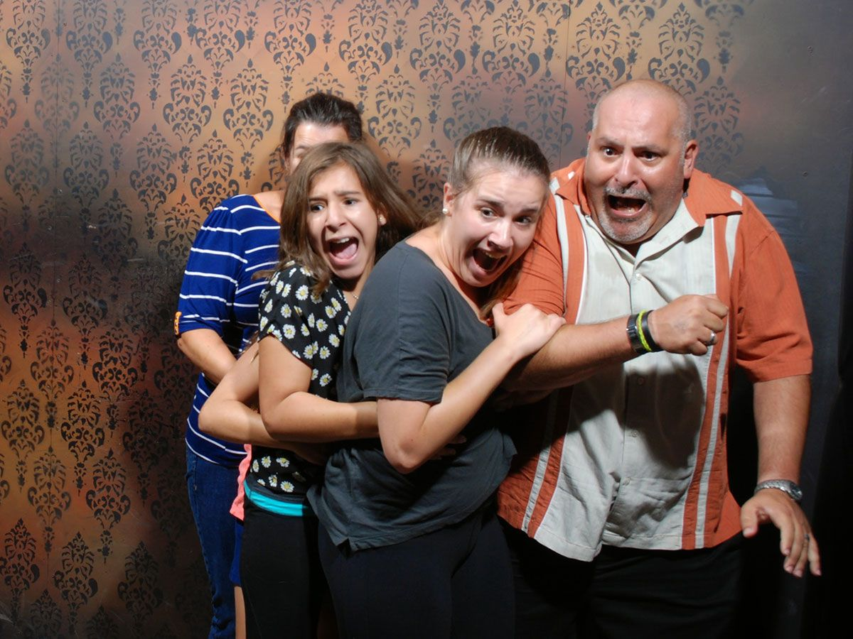 50 hilariously ridiculous haunted house reactions - Memes