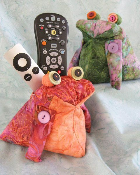Remote Toad Remote Control Holder/Caddy by Java House Quilts at KayeWood.com
