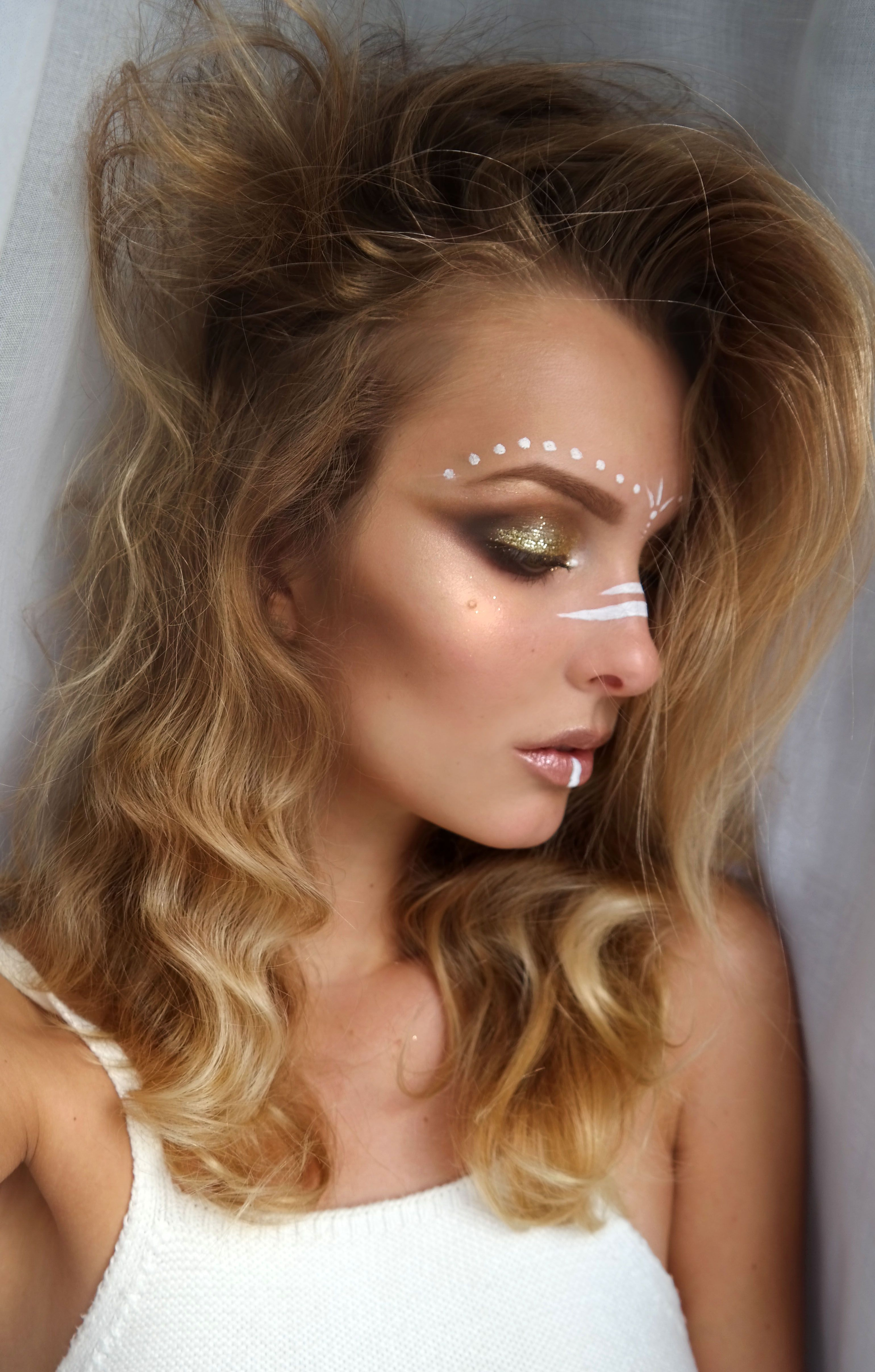 Sparkle shine glitter hair and makeup feathers shimmer - Hair Makeup