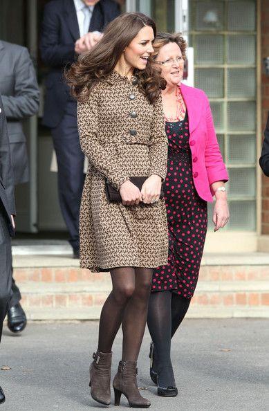 Kate Middleton Photo - Kate Middleton Visits Rose Hill School 3
