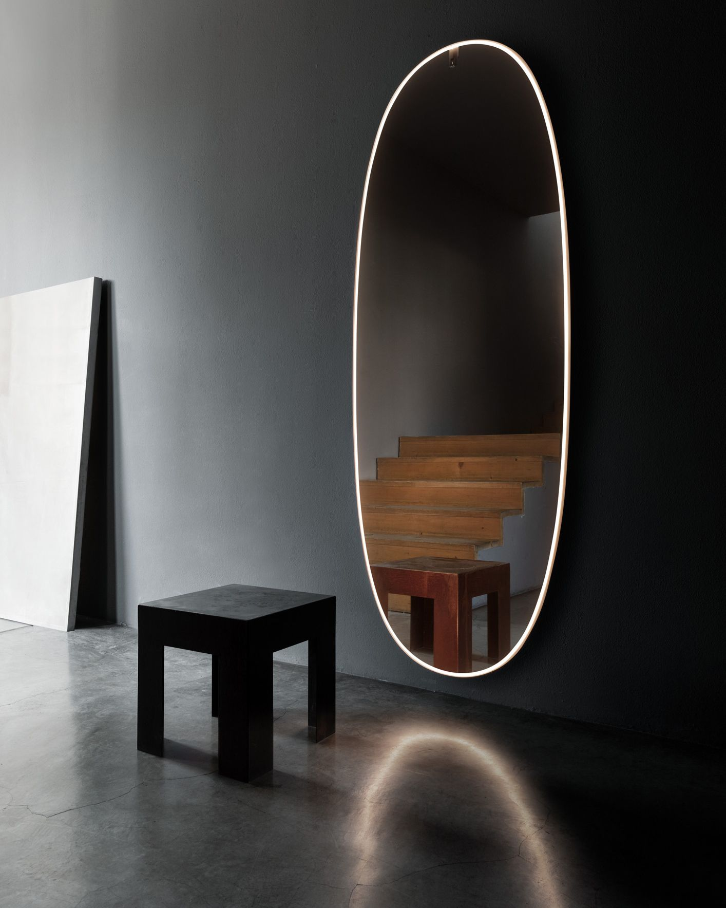 La Plus Belle Lamp By Flos Starck Has Designed For Flos An Elegant Oval Mirror For Walls Two Meters High With A Li Illuminated Mirrors Flos Mirror Designs