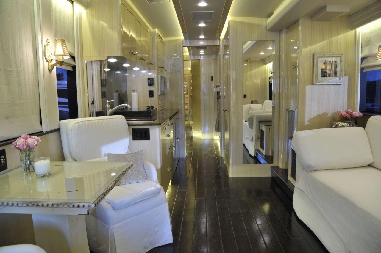 Kellie Pickler S Tour Bus The Main Living Area Inside Kellie