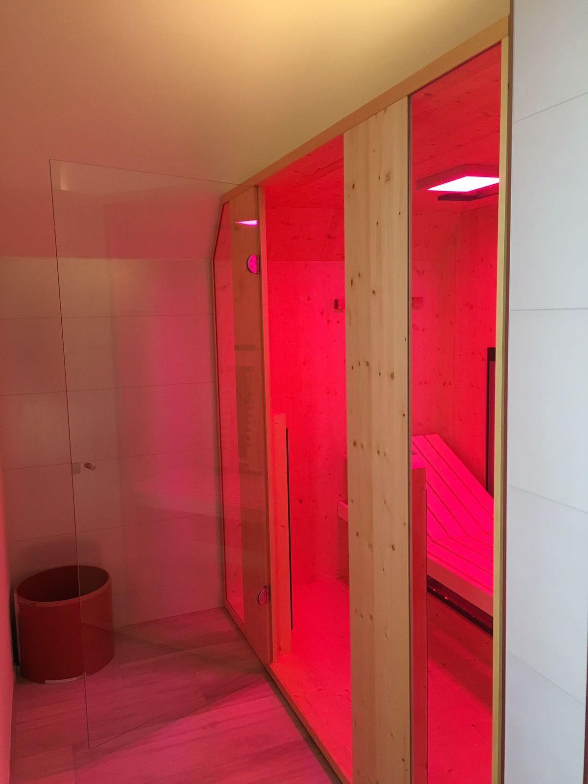 Warmekabine Im Badezimmer Diese Infrarotkabine Mit Tiefenwarme Wurde In Ein Badezimmer Integriert Durch Ihre Grosse Un Infrarotkabine Deckenstrahler Strahler