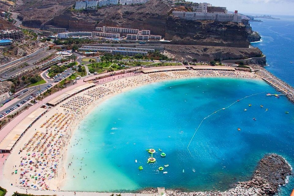 Playa Amadores Most Beautifull Beach And There Are Restaurants On