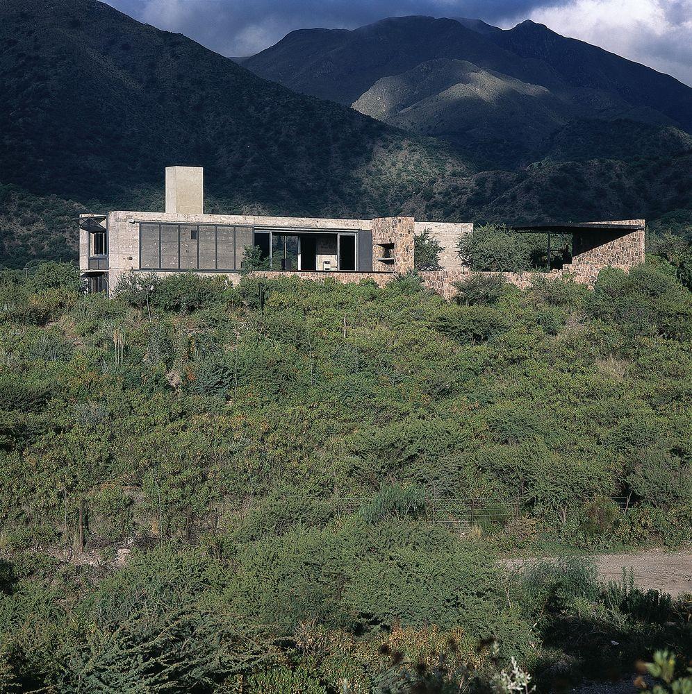 Gallery of house in capilla del monte marchisio nanzer for Architettura moderna case