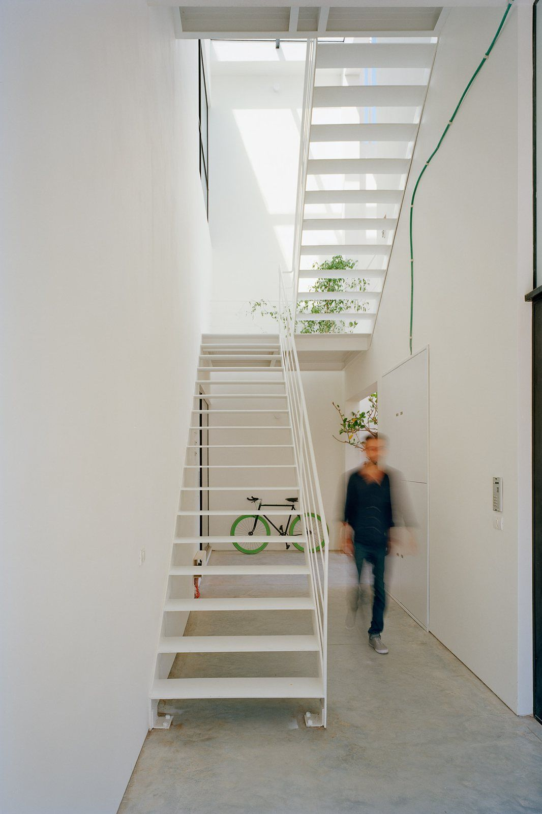 Best White Metal Staircase Apartment Building By An Stairs 400 x 300