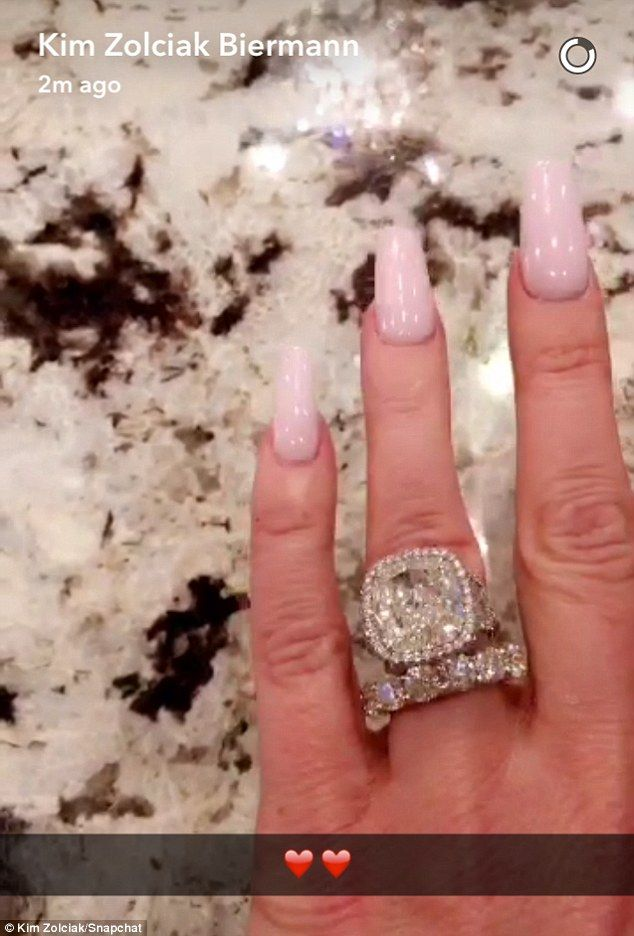 Kim Zolciak Gushed Over An Early Wedding Anniversary Gift Of A Diomaond Ring  From Her Husband Kroy Biermann In A Snapchat Video On Friday