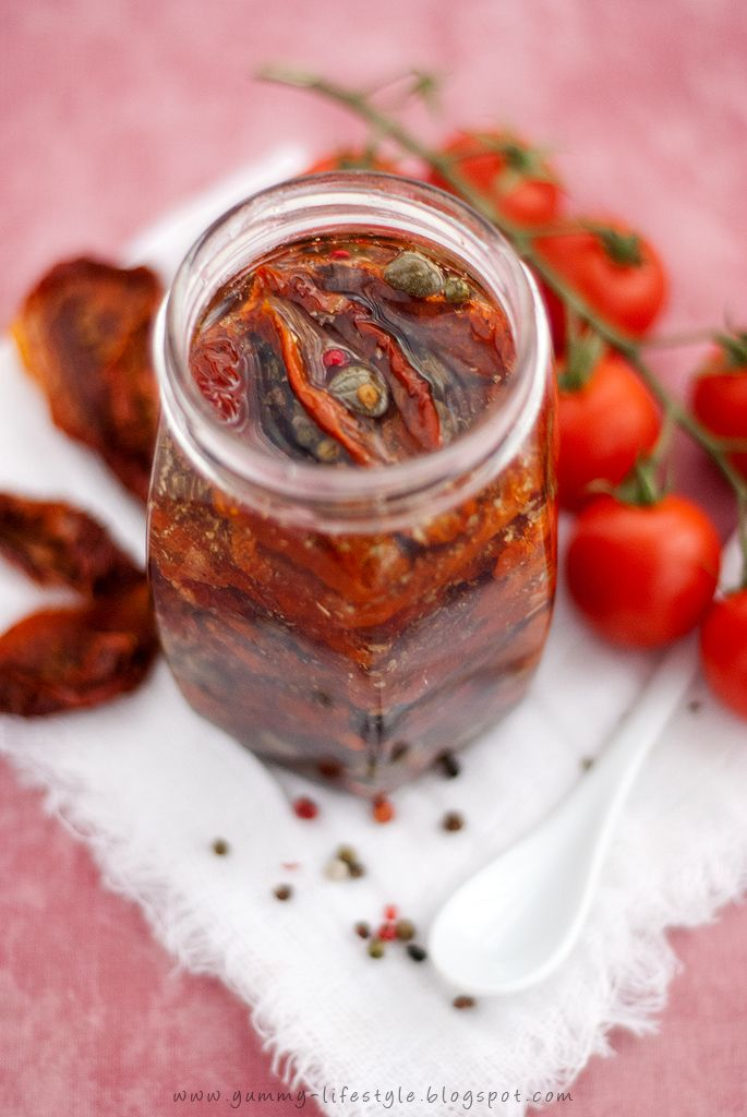 Sun-dried tomatoes in oil and herb/spices