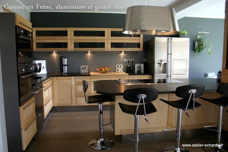 Cuisine noire et bois : crédence carrelage noir meubles noyer … | 6 ...