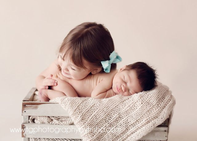 TG Newborns Posing Newborn Babies With Siblings