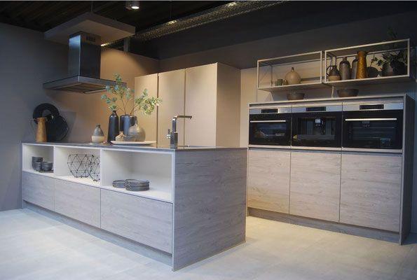 cuisine en bois type nordique sans poign e avec ilot et tag res type loft collection et. Black Bedroom Furniture Sets. Home Design Ideas