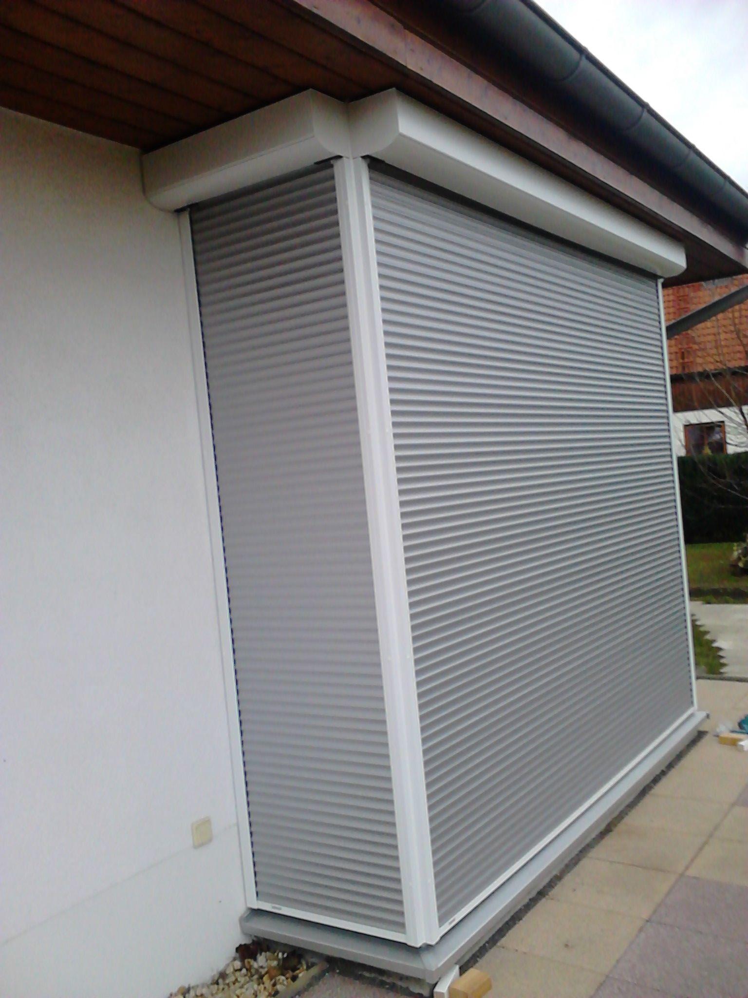 Aluminiumrollladen Weiss Und Silber Vorbaurollladen Fenster Und Turen Aluminium Modernes Design