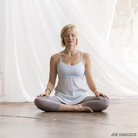 Postura Fácil   sukhasana   Actitud de la yoga