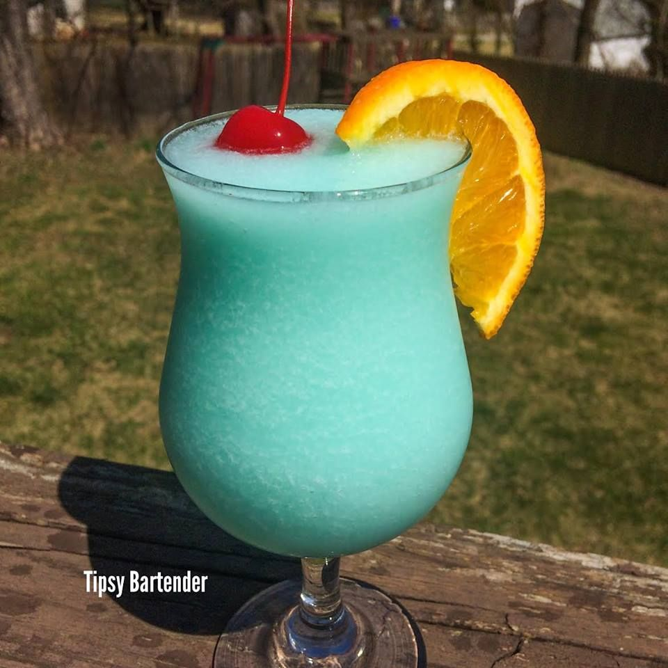 Frozen Blue Hawaiian Cocktail Tipsybartender Com Hawaiian Drinks Blended Drinks Blue Drinks