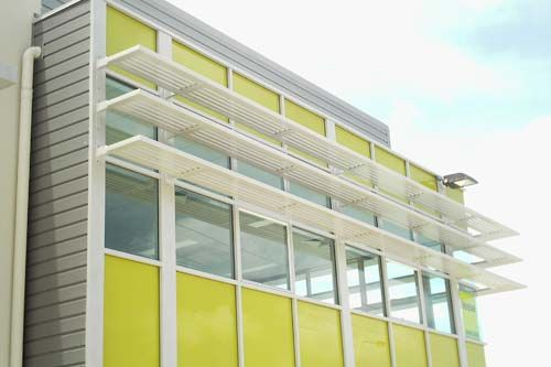 Aluminium Colorbond Privacy Screens Superior Screens With Images Awning Shade Awning Garden Awning