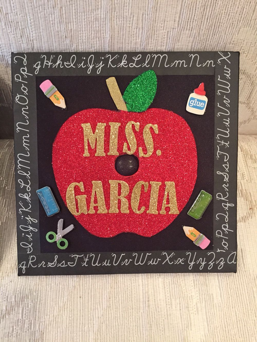 How To Decorate Your Graduation Cap Tips Tricks Ideas Her Campus