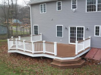 trex deck with herringbone decking pattern king posts and white vinyl rails