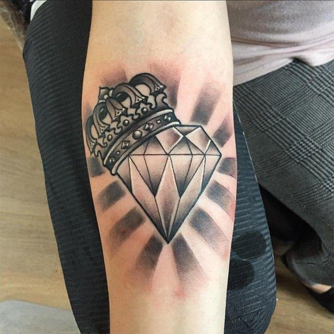Tatuagem De Diamante Coroa Em Preto E Cinza No Braco Tatto